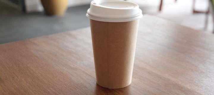 Copo de café feito de batata se decompõe em 3 meses